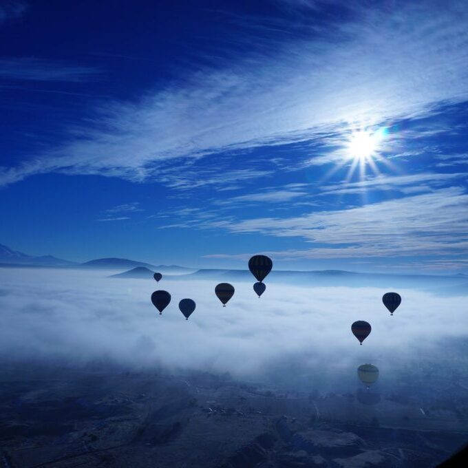hot-air-balloon-682553_1920